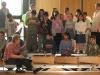 Hausaufgabenkinder singen für die Zonta-Frauen unter Leitung von Erika Kuhl (links sitzend) und betreut von Karin Holzheimer, Xenia Trabold, Christa Rein, Geertje Hengstermann.